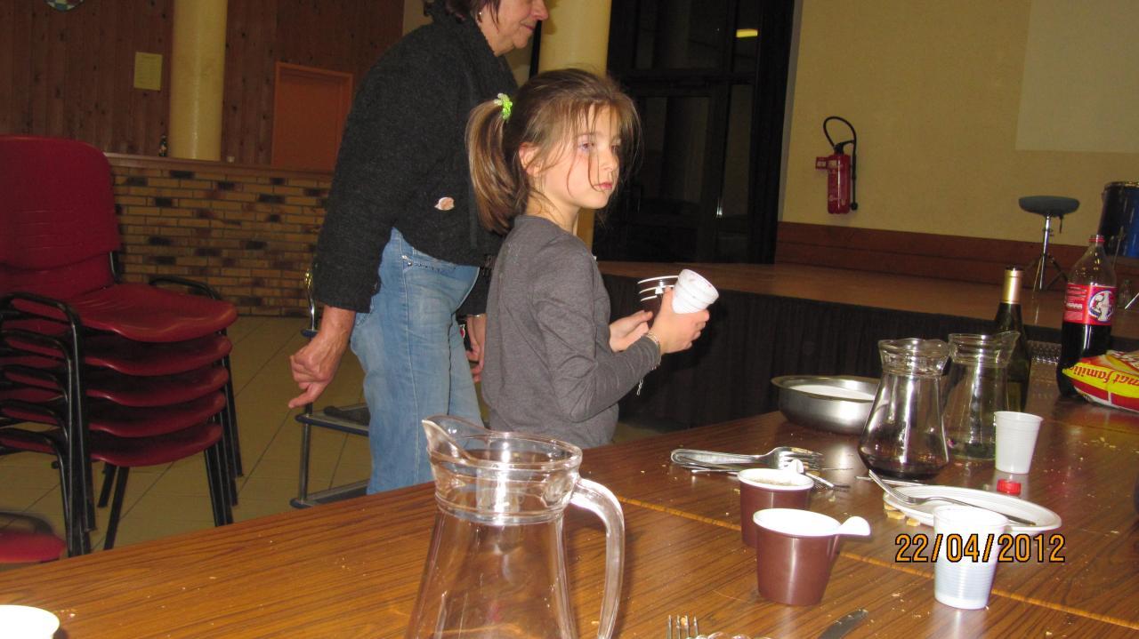 Agathe, toujours avec ses tasses !